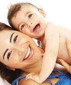 Porträtt av fin pojke med mamma — Stockfoto