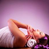 Beautiful girl in spa salon — Stock Photo