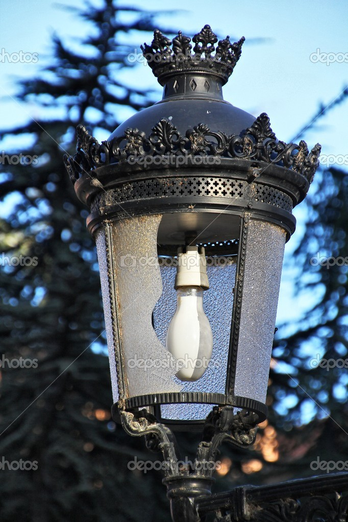 Old lamp with the glass broken by vandalism — Stock Photo #11312715
