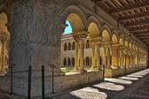 Szczegóły kolumn słynny klasztor silosów w hiszpanii — Zdjęcie stockowe