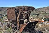 Viejas máquinas oxidadas para recoger el carbón de las pistas — Foto de Stock