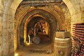 Vullen van de kelder grotten onder de stad aranda de duero spa — Stockfoto