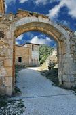 Stone arch in San Pedro de Arlanza in the province of Burgos, Sp — Stock Photo