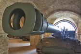 Awesome tank cannon in perspective — Stock Photo