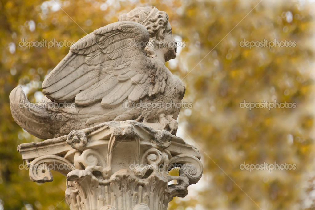Monument in the gardens of Aranjuez Royal Palace — Stock Photo #12292799