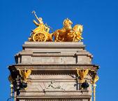 Quadriga di barcellona ciudadela parco aurora dorato — Foto Stock