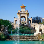 Barcelona ciudadela park lake fountain and quadriga — Stock Photo