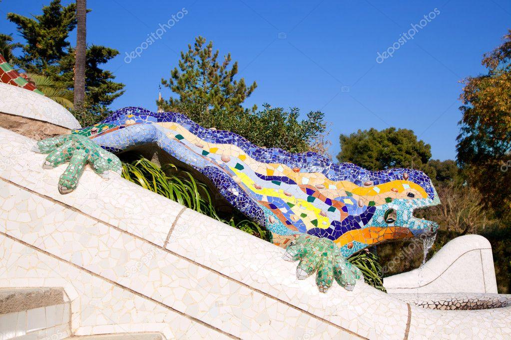 Drag O Salamandra De Gaud No Parque Guell Fotografias