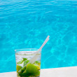 Mojito cocktail on a perfect tropical beach — Stock Photo