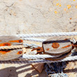 Aged rusted wooden pulley in Mediterrantan port - Stockfoto