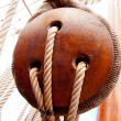 Ancient wooden sailboat pulleys and ropes — Stock Photo
