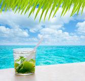 Beverage mojito drik in tropical turquoise tropical sea — Stock Photo
