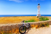 Fahrrad auf balearen formentera barbaria leuchtturm — Stockfoto