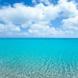 Beach tropical with white sand and turquoise wate — Stock Photo