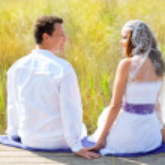 Couple mediterranean wedding day fashion in outdoor — Stock Photo