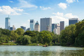 Central Park Lake in Manhattan, New York — Stock Photo