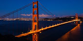 Panoramic view of the Golden Gate bridge by night in San Francis — Stock Photo