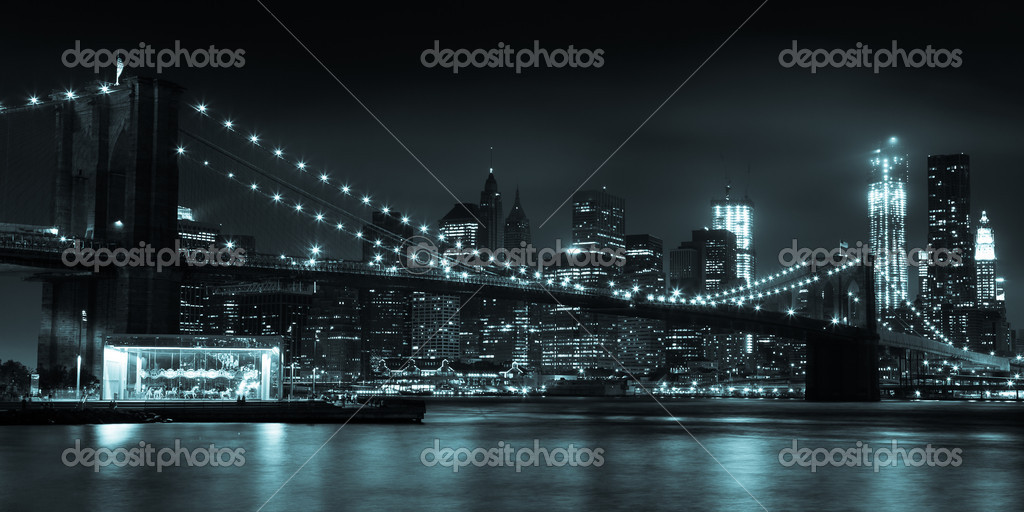 Manhattan skyline by night from Brooklyn bridge park - USA — Stock Photo #12304308