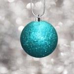 Christmas ball med festliga bakgrund — Stockfoto