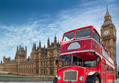 Red double-decker for Parliament — Foto de Stock
