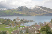 Spiez town with the castle on lake Thun (Jungfrau region, canton — Stock Photo