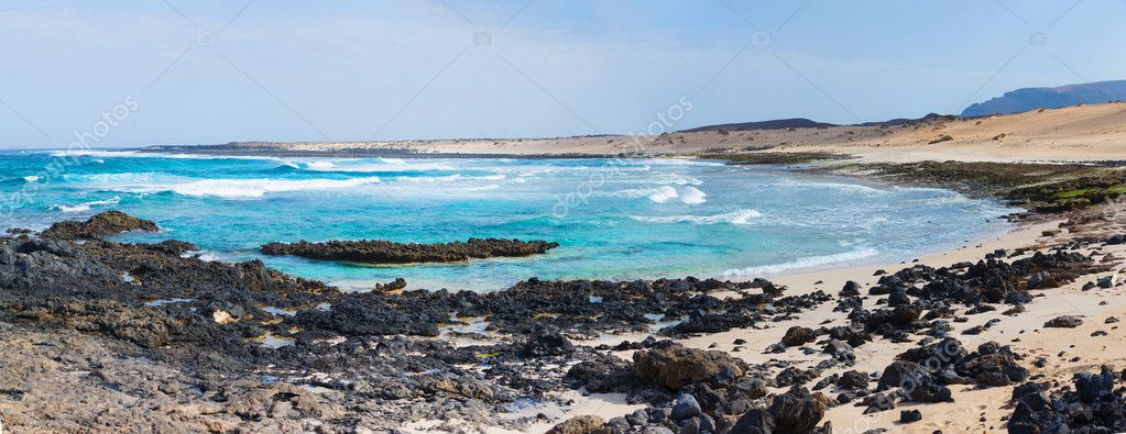 Panorama of open beach on a tropical island. Lanzarote. Canarian island. — Stock Photo #10850434