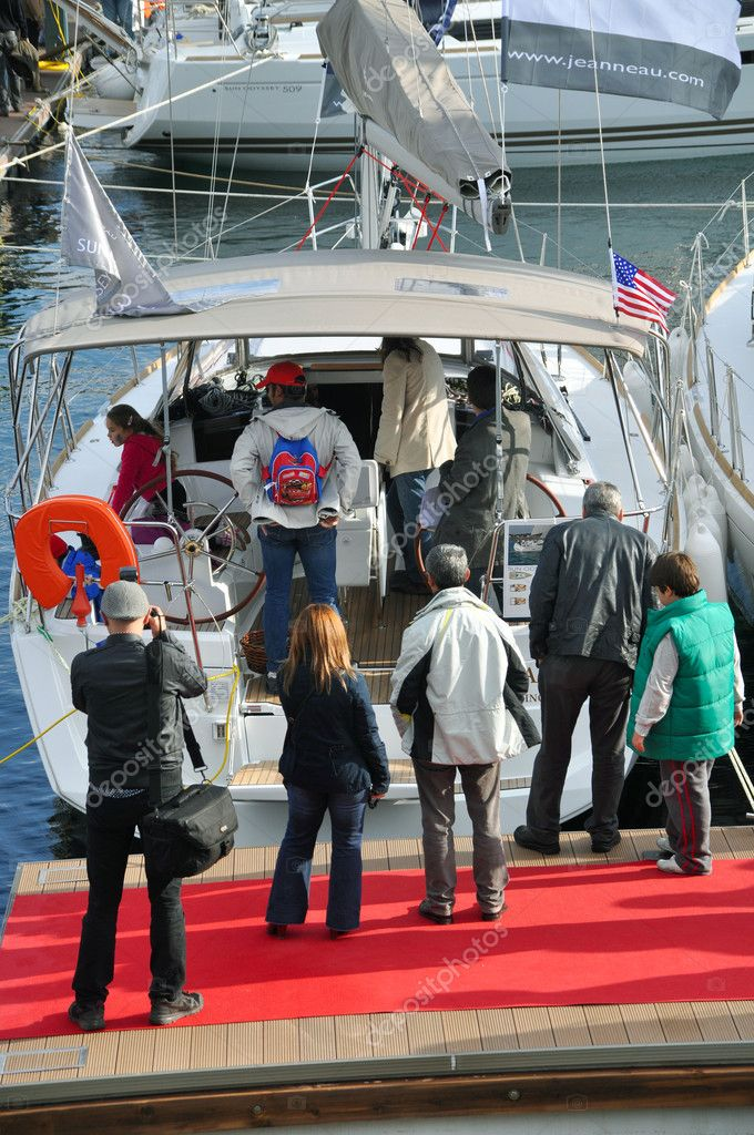 International Istanbul Boat Show. 19-24 Oct 2011 Marinturk Cityport Istanbul. Exhibitors, visitors entertained. Manufacturers from all over the world and was very popular. One of the photographers responsible for the work — Stock Photo #11289199