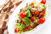 Salad with mushrooms and chicken — Stockfoto