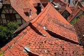 Charmantes rotes dach des deutschen häuser — Stockfoto