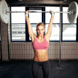 Shoulder press fitness motion — Stockfoto
