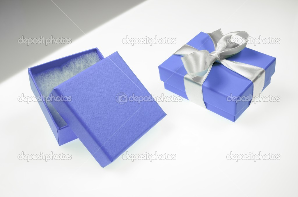 Two small blue box tied with a white ribbon — Foto de Stock   #11156685