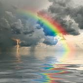 Regnbåge över havet — Stockfoto