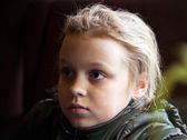 Zbliżenie zewnątrz portret blond dziewczynka — Zdjęcie stockowe