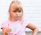 Little blond beautiful girl with thumbs up — Stock Photo
