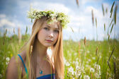 Girl on green field — Stock Photo