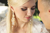 Close up of bride with groom — Foto Stock