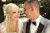 Bride and groom, weddings day — Stock Photo