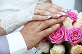 Wedding rings on fingers, hands — Stock Photo