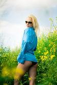 Girl on meadow — Stockfoto