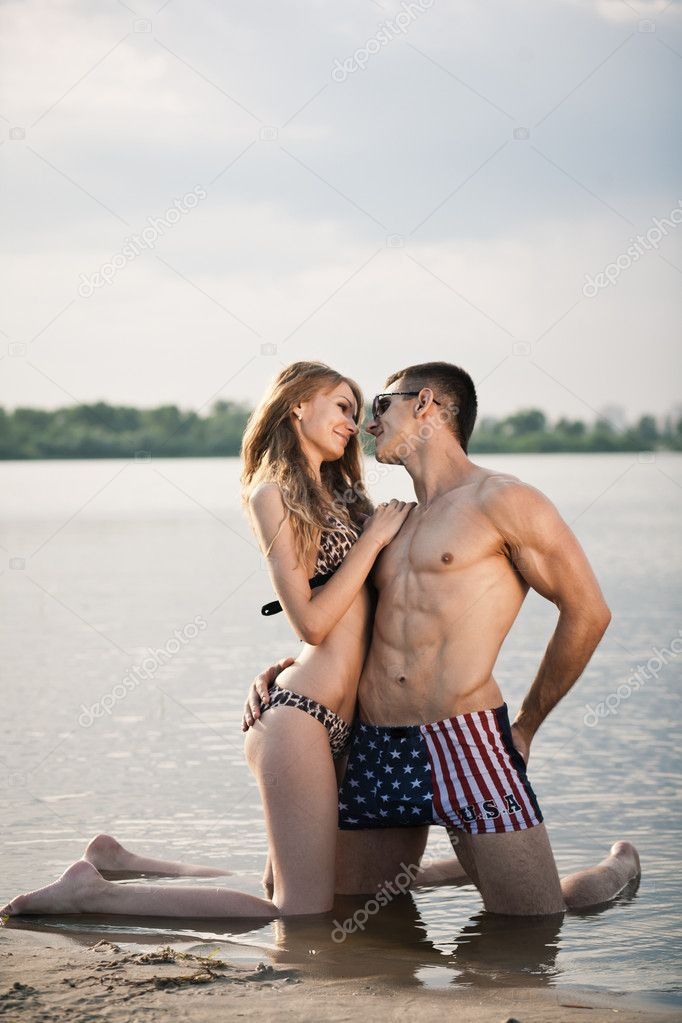 Attractive young heterosexual couple on beach — Stock Photo #11453614