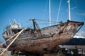 De oude seiner in reparatie dock — Stockfoto