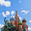 Monument to Minin and Pozharsky and St. Basil's Cathedral on the background of blue sky. Red Square. The Kremlin, Moscow — Stock Photo