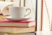 Composição com pilha de livros e café — Foto Stock