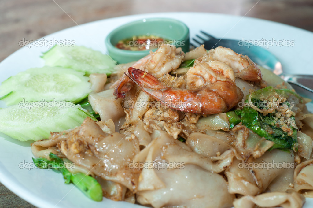 Fried noodle with shrimp — Stock Photo #11478045