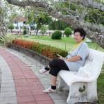 Asian senior woman sitting on chair — Stock Photo