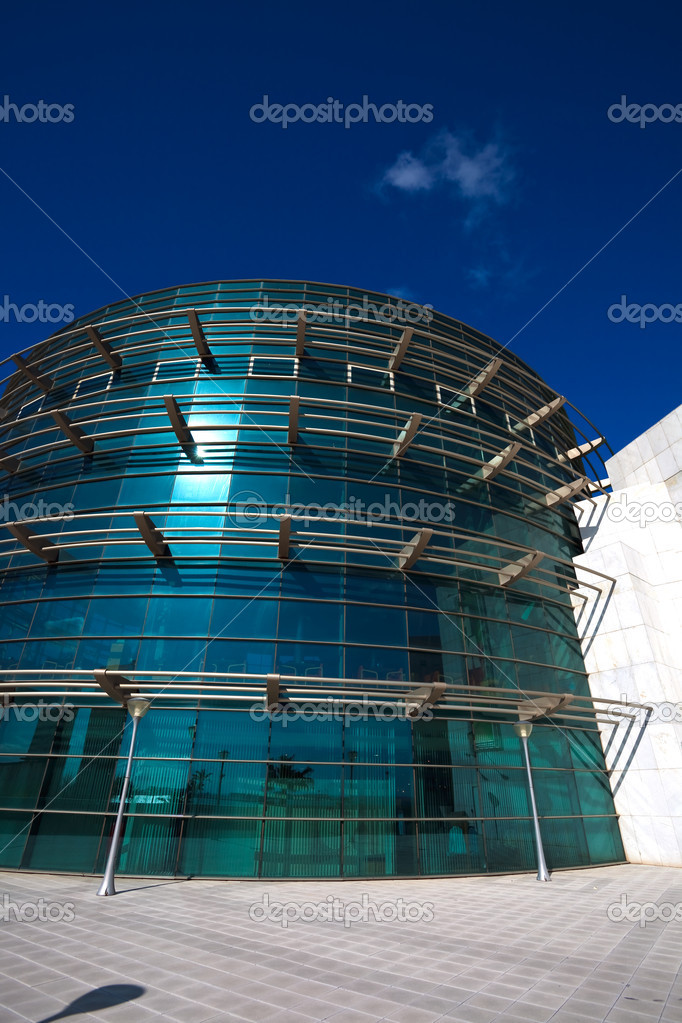 Office building on the basis of large windows and of modern style — Stock Photo #12171716