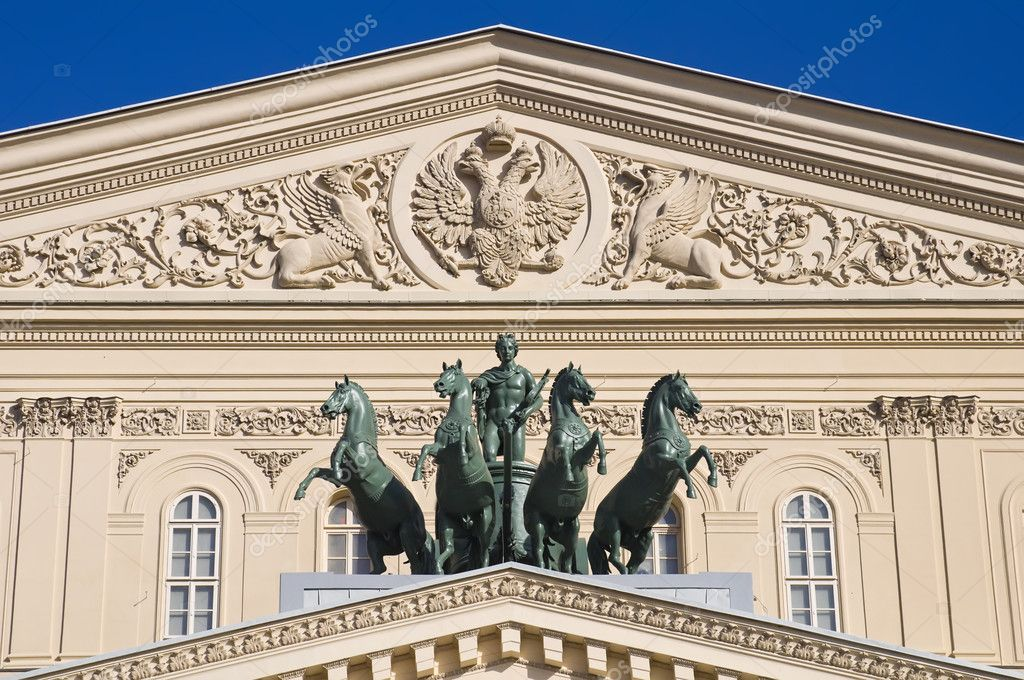 Close-up of the The Quadriga on the Bolshoi Theatre — Stock Photo #11592156