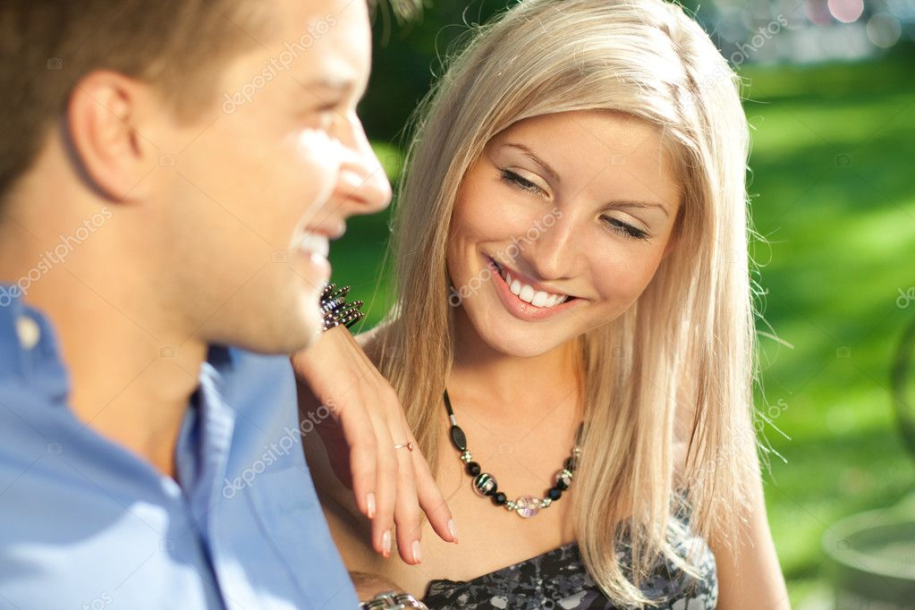 Happy young couple outdoors. Shallow DOF. — Stock Photo #11895313
