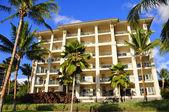 Palm trees and condos, Maui — Stock Photo