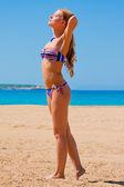 Frau entspannung am strand — Stockfoto